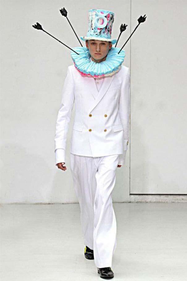 Τα πιο περίεργα πράγματα που έχουν φορεθεί σε μια επίδειξη μόδας (24)