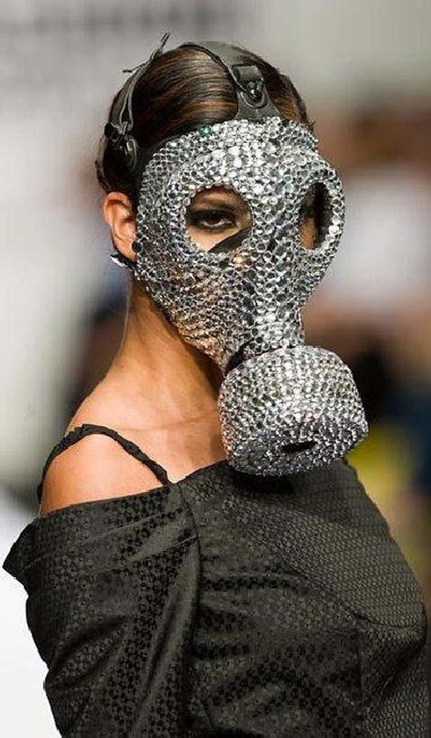 Τα πιο περίεργα πράγματα που έχουν φορεθεί σε μια επίδειξη μόδας (28)
