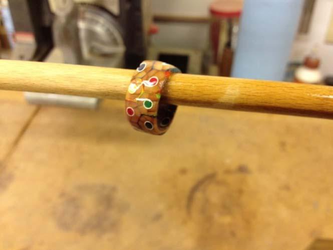 Πρωτότυπο δαχτυλίδι από ξυλομπογιές (10)