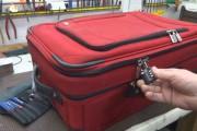Δείτε πως οι βαλίτσες με κλειδαριά παραβιάζονται με τον πιο απλό τρόπο