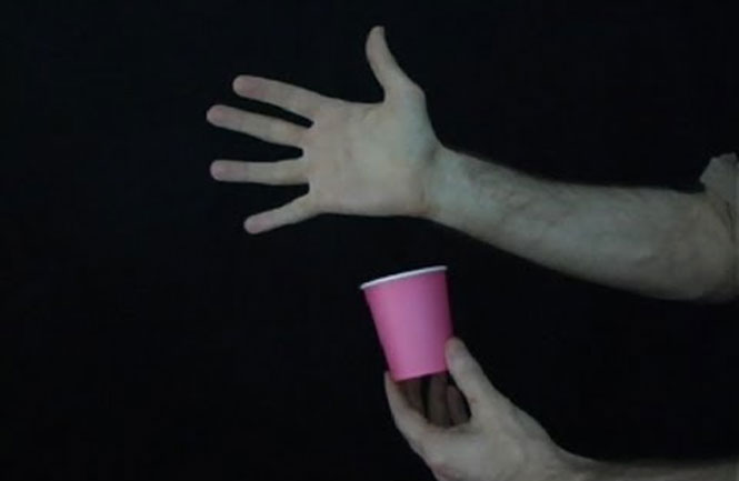 Τρικ με ροζ κύπελλο