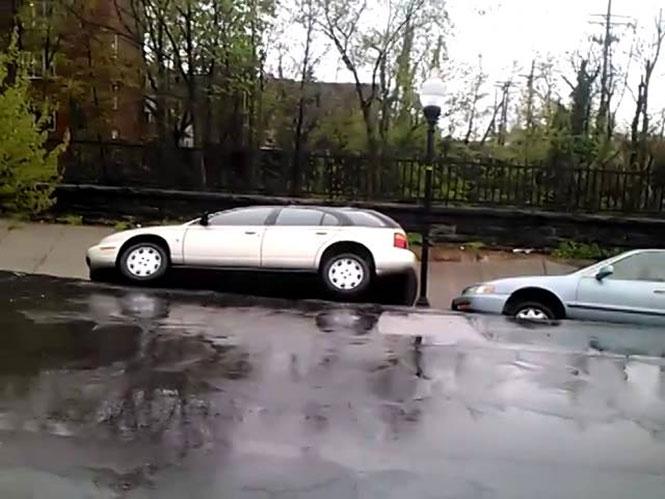 Τρομακτική κατολίσθηση στη Βαλτιμόρη κατάπιε αυτοκίνητα
