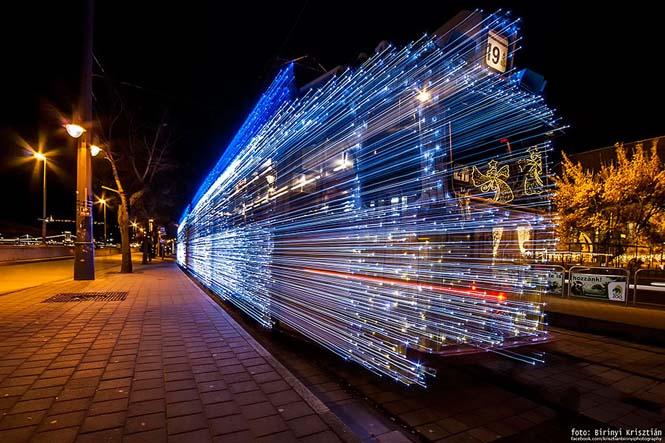 30.000 φωτάκια LED και μακρά έκθεση μετέτρεψαν τα τραμ της Βουδαπέστης σε χρονομηχανές (3)
