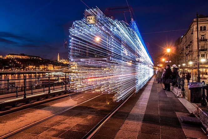 30.000 φωτάκια LED και μακρά έκθεση μετέτρεψαν τα τραμ της Βουδαπέστης σε χρονομηχανές (9)