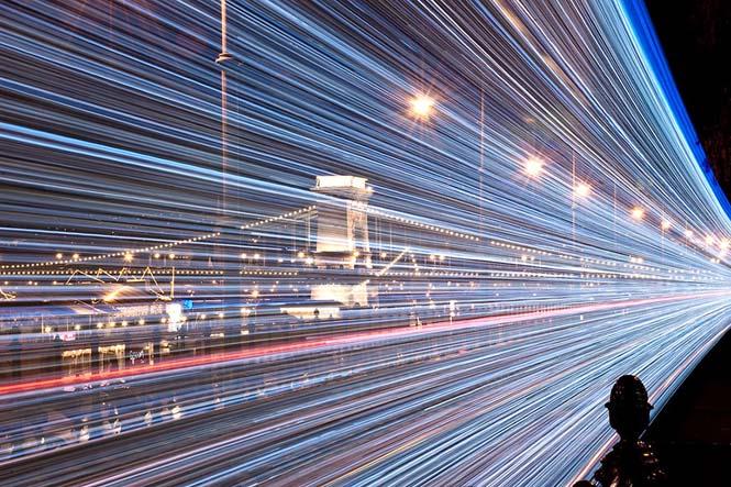30.000 φωτάκια LED και μακρά έκθεση μετέτρεψαν τα τραμ της Βουδαπέστης σε χρονομηχανές (11)