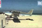 Αεροπλάνο σχεδόν προσγειώνεται πάνω σε άνθρωπο που κάνει ηλιοθεραπεία