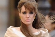 Angelina Jolie σε πολύ νεαρή ηλικία (1)