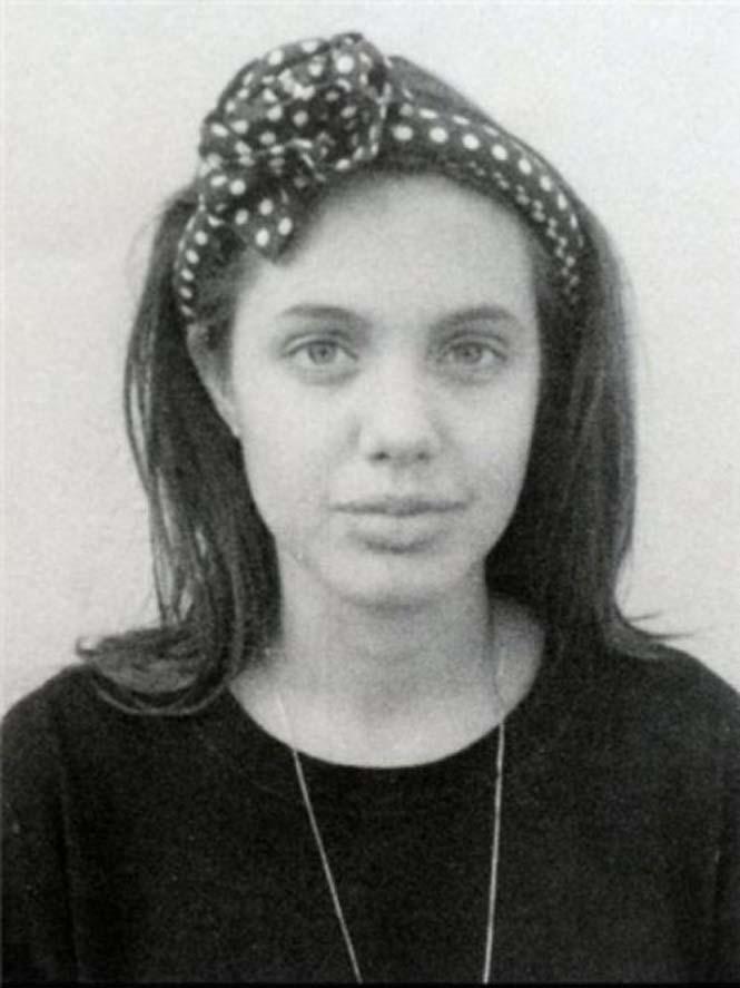 Angelina Jolie σε πολύ νεαρή ηλικία (4)
