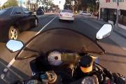 Απερίσκεπτος μοτοσικλετιστής αποφεύγει 5 φορές το μοιραίο μέσα σε λίγα δευτερόλεπτα