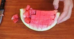Έξυπνα κόλπα για να κόψετε 5 καλοκαιρινά φρούτα (Video)