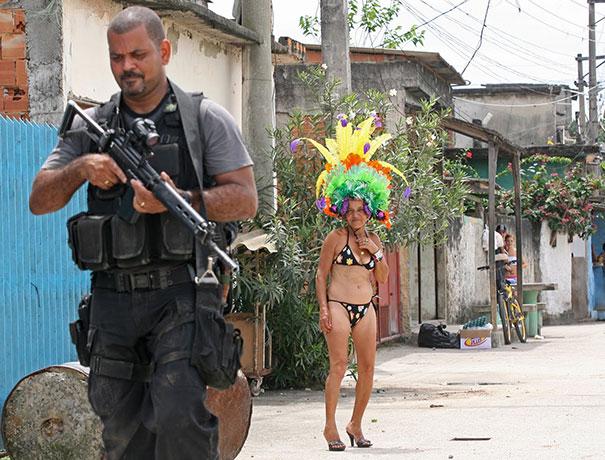 Εν τω μεταξύ, στη Βραζιλία... (4)