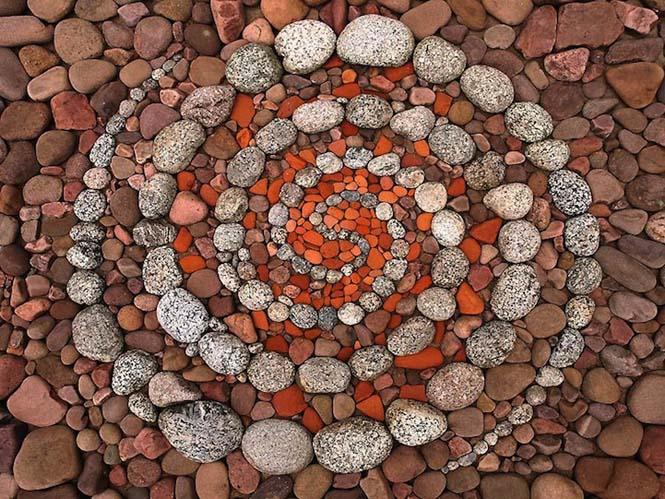Εντυπωσιακά γεωμετρικά έργα τέχνης με βότσαλα και φύλλα (3)
