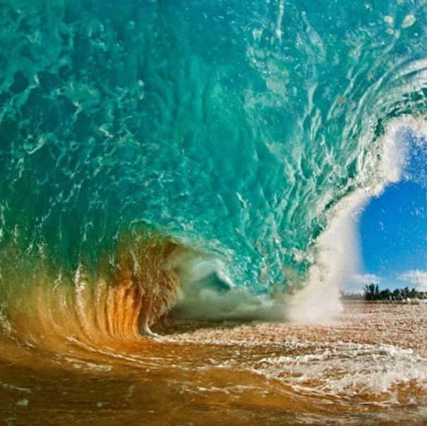 Εντυπωσιακές φωτογραφίες μέσα σε γιγάντια κύματα (14)