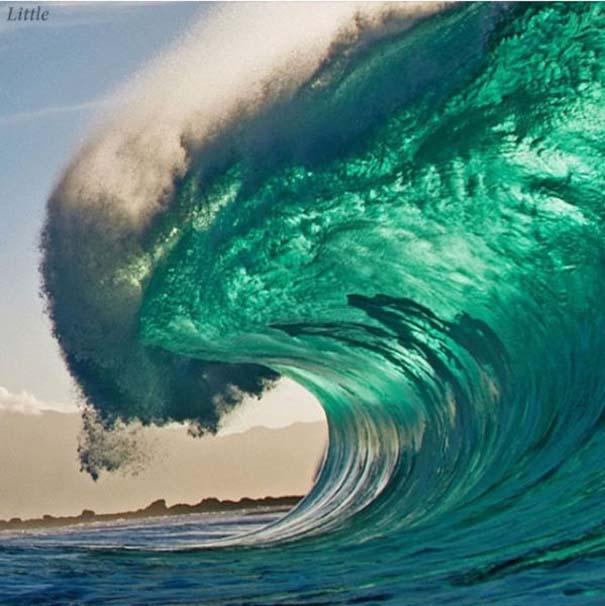 Εντυπωσιακές φωτογραφίες μέσα σε γιγάντια κύματα (17)