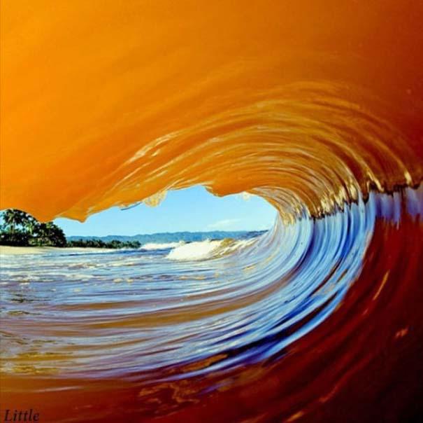 Εντυπωσιακές φωτογραφίες μέσα σε γιγάντια κύματα (19)