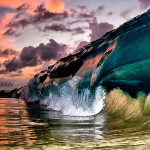 Εντυπωσιακές φωτογραφίες μέσα σε γιγάντια κύματα (21)