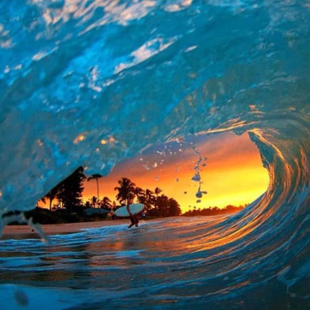 Εντυπωσιακές φωτογραφίες μέσα σε γιγάντια κύματα (22)