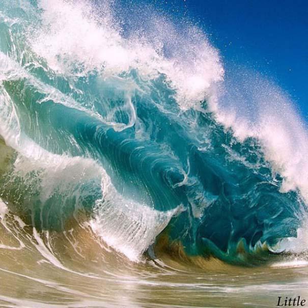 Εντυπωσιακές φωτογραφίες μέσα σε γιγάντια κύματα (24)