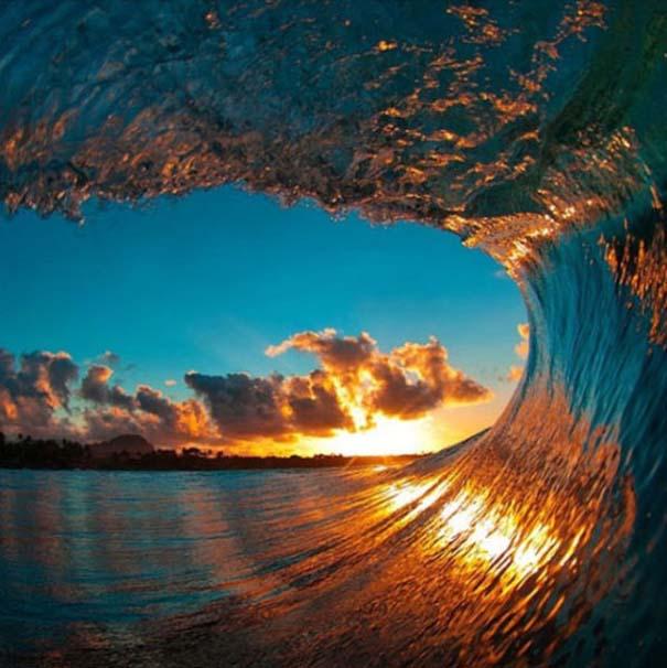 Εντυπωσιακές φωτογραφίες μέσα σε γιγάντια κύματα (3)