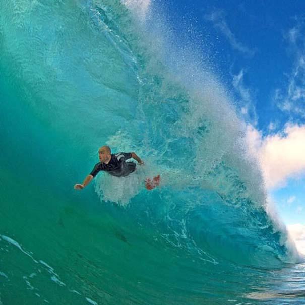 Εντυπωσιακές φωτογραφίες μέσα σε γιγάντια κύματα (8)