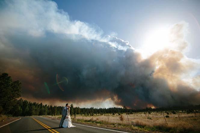 Φωτογράφηση γάμου με φόντο δασική πυρκαγιά (15)