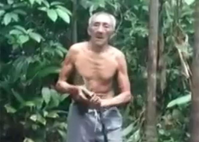 Ηλικιωμένος σκαρφαλώνει σε δέντρο με εντυπωσιακό κόλπο... και κατεβαίνει με σοκαριστικό!