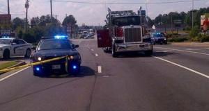 Καρότσα φορτηγού προσγειώθηκε σε ΙΧ – η οδηγός βγήκε αλώβητη!