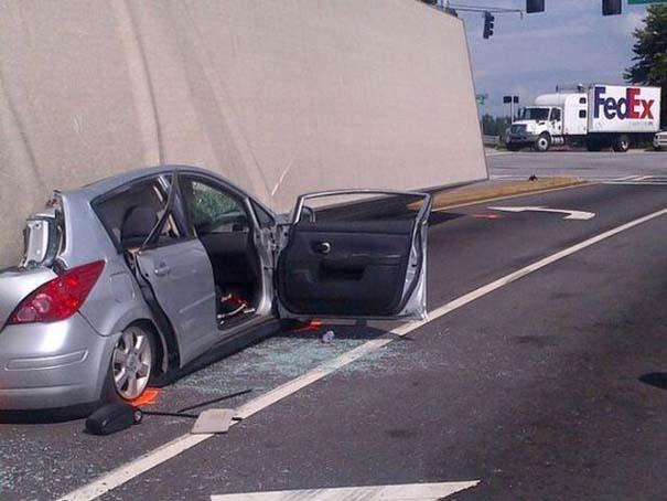 Καρότσα φορτηγού προσγειώθηκε σε ΙΧ - η οδηγός βγήκε αλώβητη! (6)