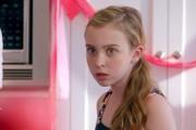 Ξεκαρδιστική διαφήμιση με την πρώτη περίοδο ενός κοριτσιού