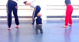 Μωρό δημιουργεί χορογραφία σύγχρονου χορού (Video)