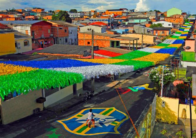 Δρόμος στη Βραζιλία που στολίστηκε για το Μουντιάλ | Φωτογραφία της ημέρας