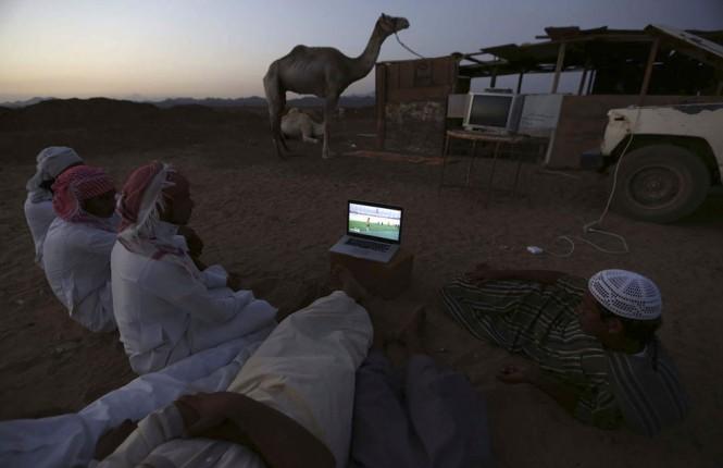 Εν τω μεταξύ, στην έρημο της Σαουδικής Αραβίας...   Φωτογραφία της ημέρας