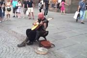 Πλανόδιος τραγουδιστής με σπάνιο φωνητικό ταλέντο