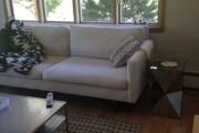 Τι κάνει ο καναπές σου ενώ λείπεις από το σπίτι...