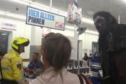 Τρομακτικό Orc βγαίνει για shopping (1)