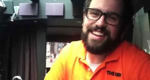 Δεν θα πιστεύετε τη φωνή που μπορεί να κάνει αυτός ο άνδρας (Video)
