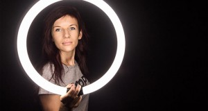 7 DIY φωτογραφικά tips χρησιμοποιώντας σπιτικά αντικείμενα (Video)
