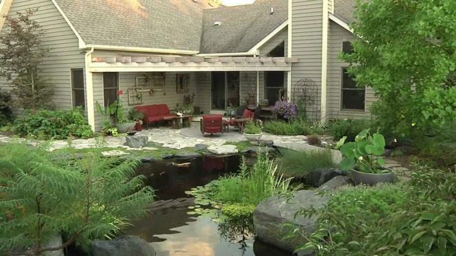 Μια εξωτική λίμνη στην πίσω αυλή