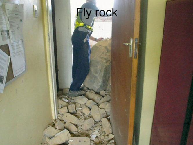 Ελεγχόμενη έκρηξη σε λατομείο πάει στραβά (9)