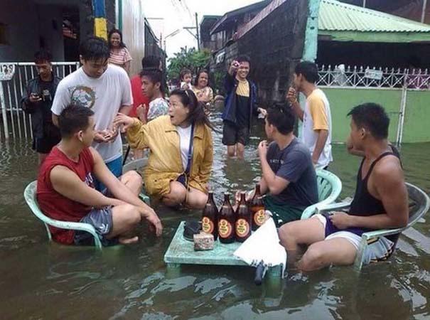 Εν τω μεταξύ, στις Φιλιππίνες... (8)