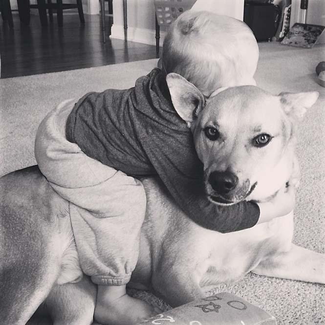 Ένα μωρό και ο τετράποδος κολλητός του (17)