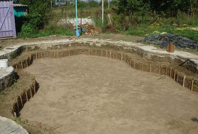 Εντυπωσιακή αυτοσχέδια πισίνα στην αυλή (4)
