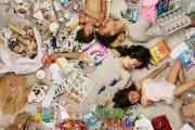 Άνθρωποι φωτογραφίζονται με τα σκουπίδια τους μιας εβδομάδας (8)