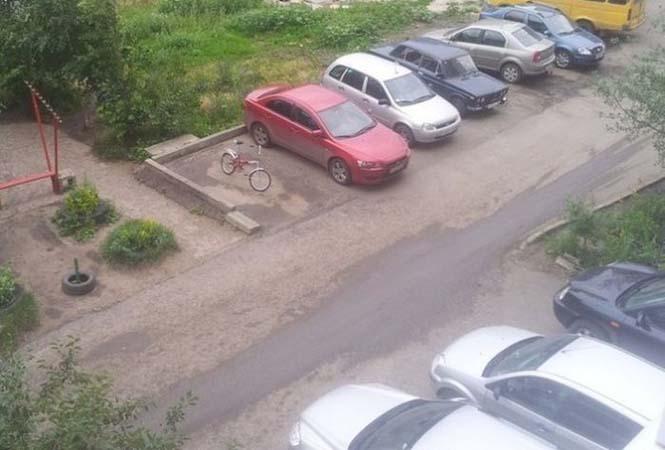 Γιατί δεν πρέπει να αφήνεις το ποδήλατο σου σε θέση αυτοκινήτου (1)