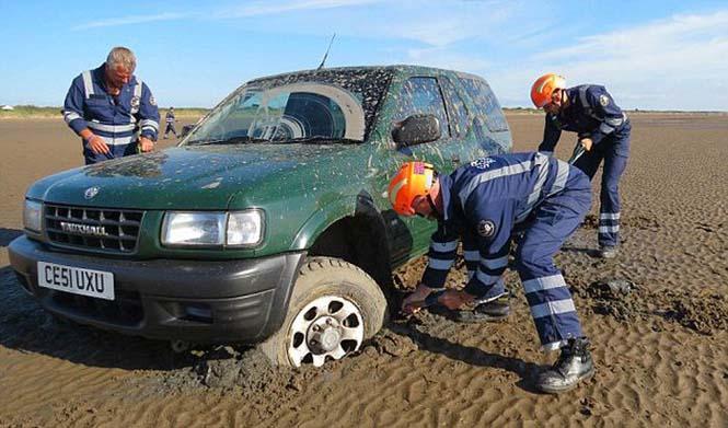 Ένας καλός λόγος για να μην παρκάρεις το αυτοκίνητο σου στην παραλία (1)