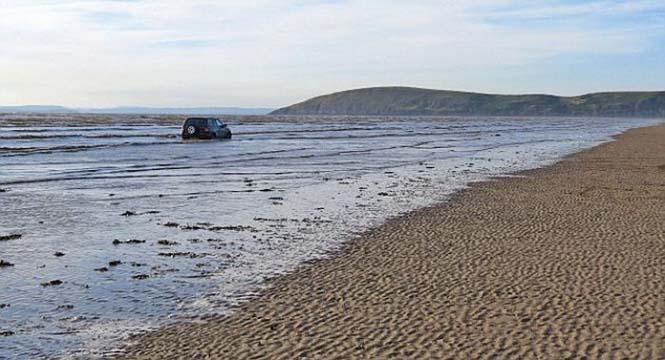 Ένας καλός λόγος για να μην παρκάρεις το αυτοκίνητο σου στην παραλία (3)