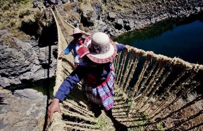 Η κατασκευή μιας αυτοσχέδιας κρεμαστής γέφυρας στο Περού (22)