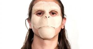 Εντυπωσιακή μεταμόρφωση άνδρα σε πίθηκο με τη βοήθεια του μακιγιάζ (Video)