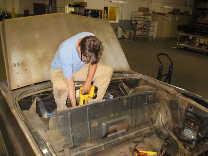 Μετατρέποντας μια Cadillac σε... κινούμενη πισίνα (3)