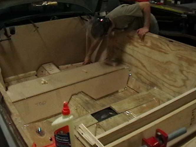 Μετατρέποντας μια Cadillac σε... κινούμενη πισίνα (5)